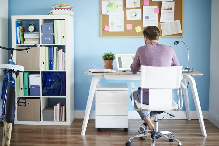 Häusliches Arbeitszimmer - Wie sich das Home-Office finanziell lohnt