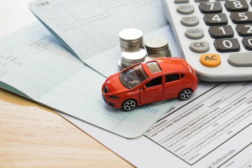 Manche Kosten für das Auto lassen sich von der Steuer absetzen.