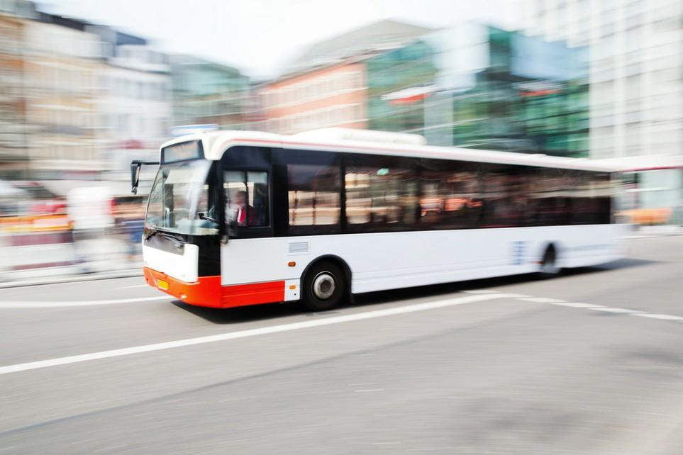 Fahrten mit dem ÖPNV zur Arbeit können steuerlich geltend gemacht werden.