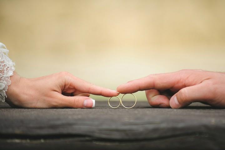 Jung, schön und verheiratet: Ehe-Spartipps für Studenten