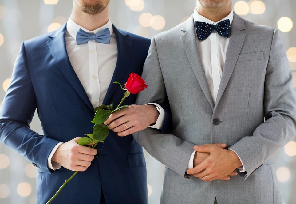Eingetragene Lebenspartner können sich zusammen veranlagen lassen und damit Steuern sparen.