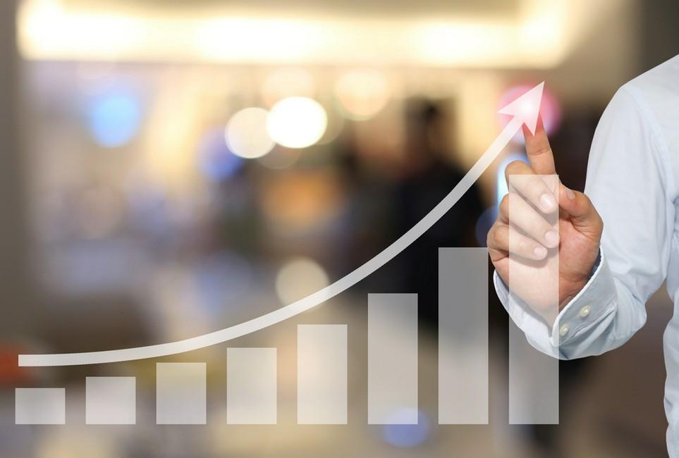 Bei sehr hohen Jahresumsätzen ist die Kleinunternehmer-Regelung nicht mehr möglich.
