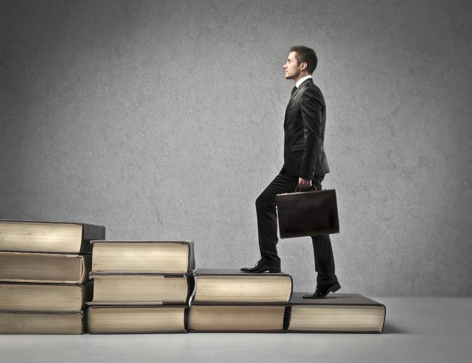 Fachwissen kann bei der Karriere helfen - Fachliteratur dafür kann man von der Steuer absetzen.