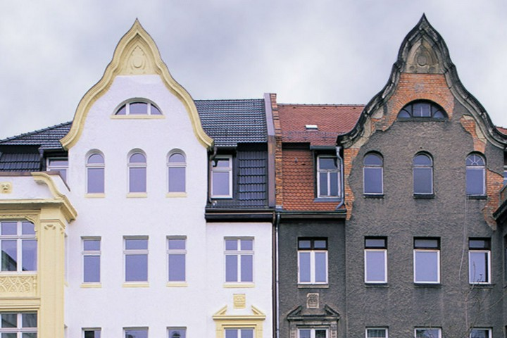 What is considered maintenance of two households? (Doppelte Haushaltsführung)