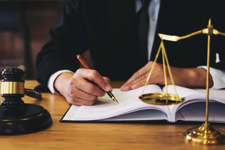 Mindestlohn, Kündigung und Co. – Wissenswertes zum Thema Arbeitsrecht
