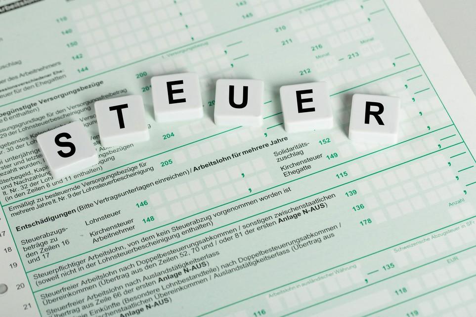 Einkommensteuererklärung 2020: Lade einfach die benötigten Anlagen als PDF herunter.
