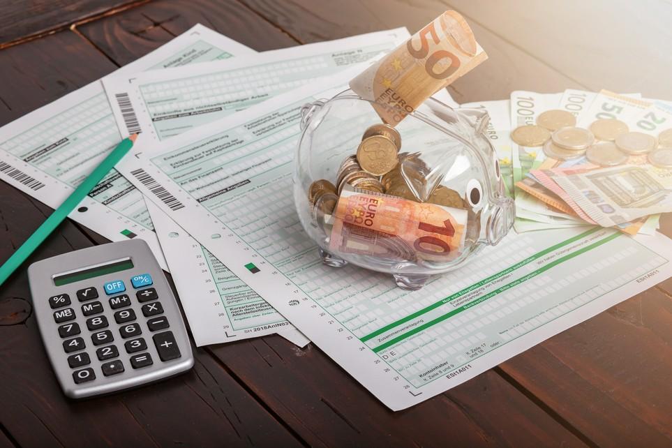 Außerordentliche Einkünfte wie Abfindungen und Jubiläumszuwendungen können ermäßigt besteuert werden.